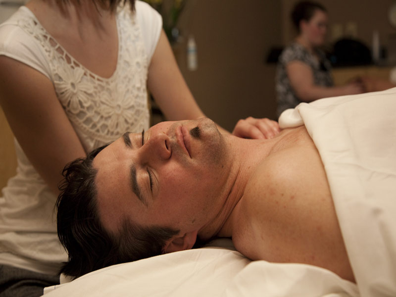 Massage-Studio_Him_Close-Up-800x600